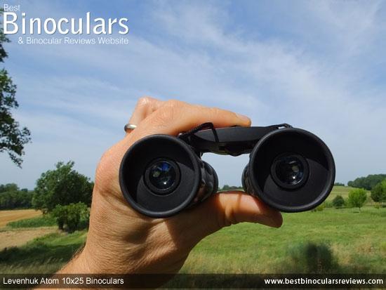 Focusing the Levenhuk Atom 10x25 Binoculars