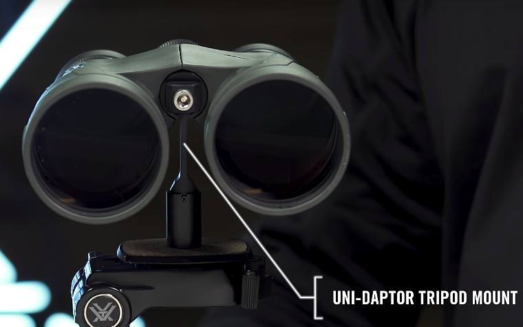 Vorted Un-daptor Tripod Mount comes included with the Vortex Kaibab HD 18x56 Binoculars